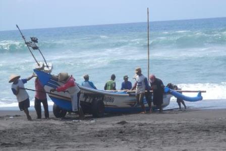Pantai Depok Lokasi Pasar Pelelangan Ikan & Kuliner Sea Food