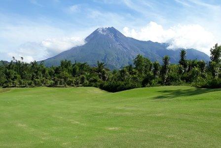 lapangan golf di yogyakarta